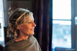 reportage de mariage coiffure et maquillage chez Elka et Corinne Togna à caen. Photographe lifestyle de mariage à caen, en normandie, bretagne et ile de france.