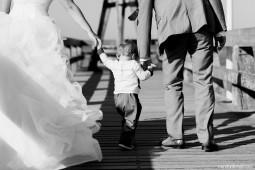 reportage de mariage naturel lifestyle, séance couple bor de mer, courseulles sur mer, day after plage, photographe mariage caen, photographe mariage calvados